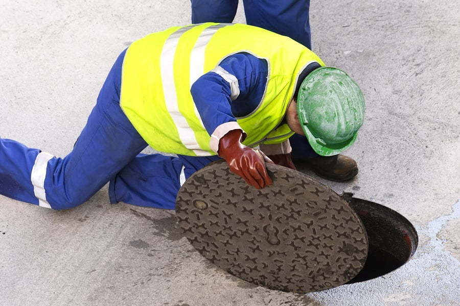 changing manhole cover
